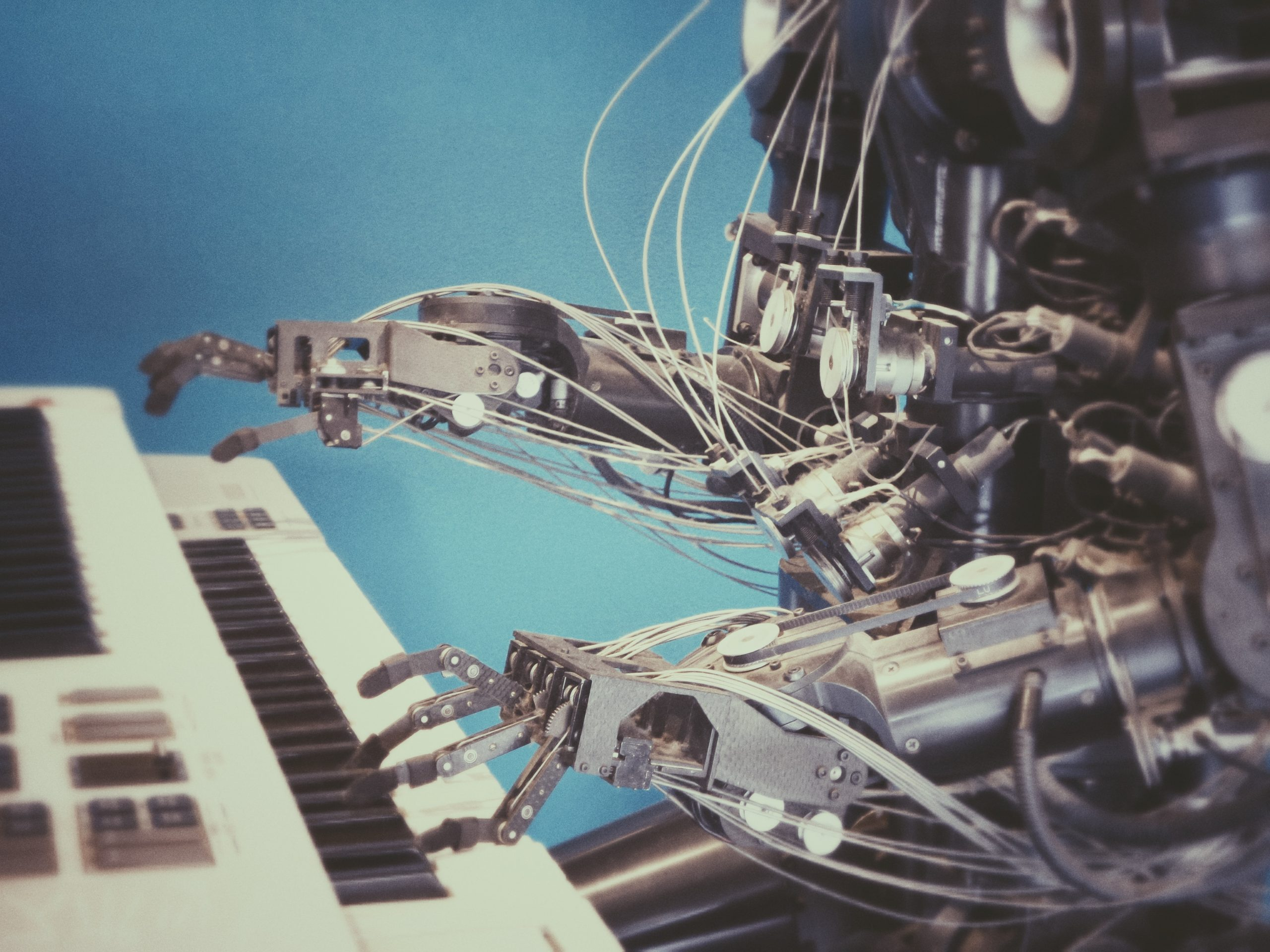 Automation by robot at the piano